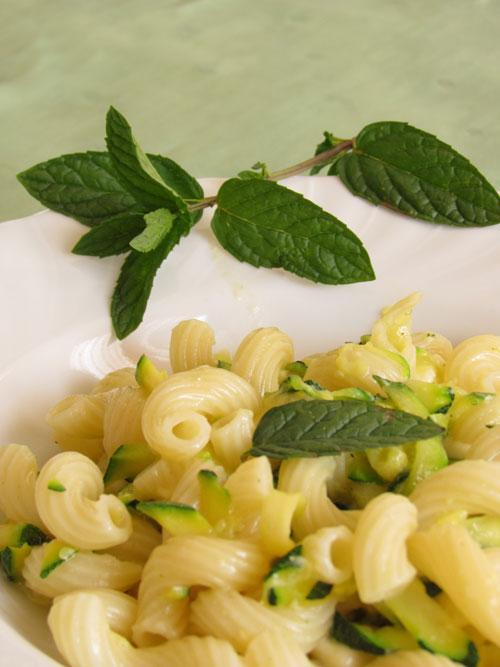 Cellentani con zucchine al profumo di menta