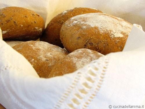 Pane di segale con semi di lino