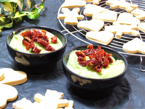 Salutiamoci: hummus di piselli con crackers al mais