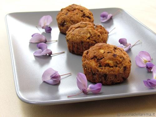 Muffin vegani: mele, cioccolato e frutta secca