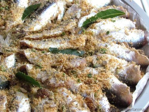 Sarde al forno con uvetta, semi e profumo di agrumi