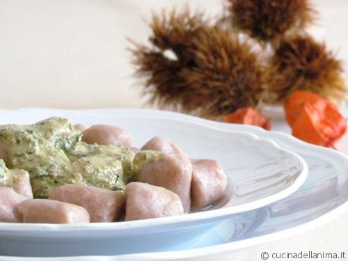 Gnocchi di castagne con basilico e noci