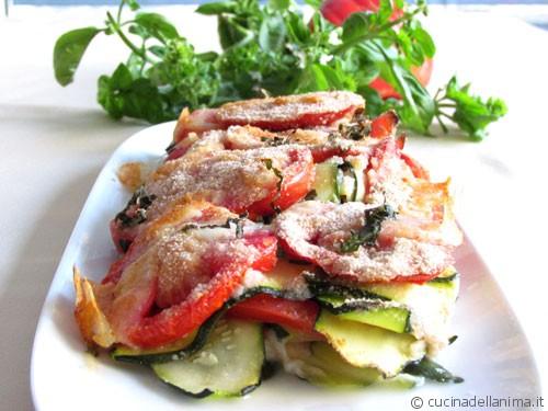 Strati di zucchine e pomodori al forno