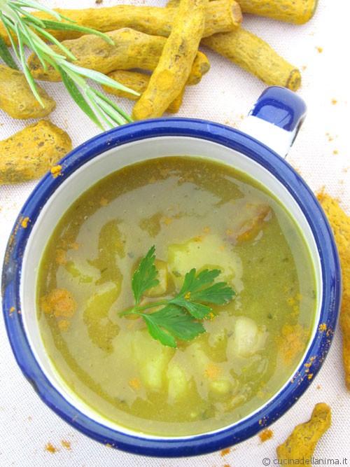 Zuppa fagioli e patate alla curcuma e aromi