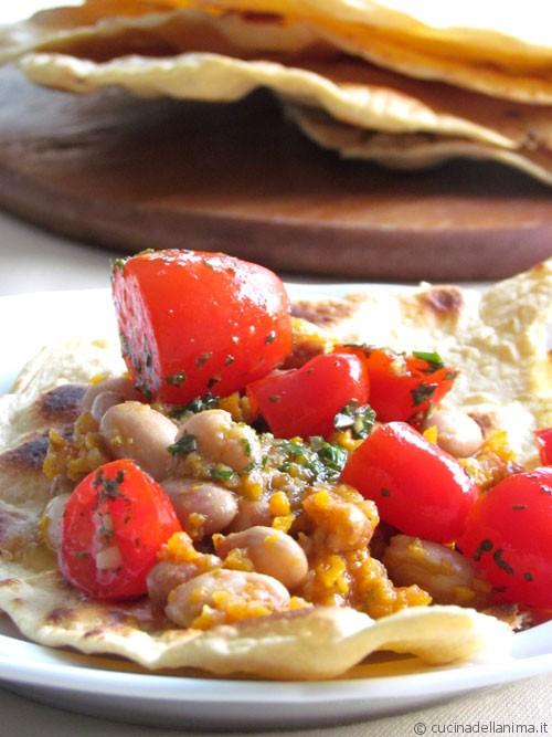 Sfoglia al farro con fagioli e pomodorini