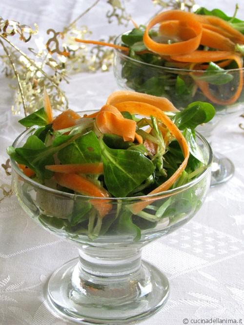Coppette di valeriana, carote e ricotta