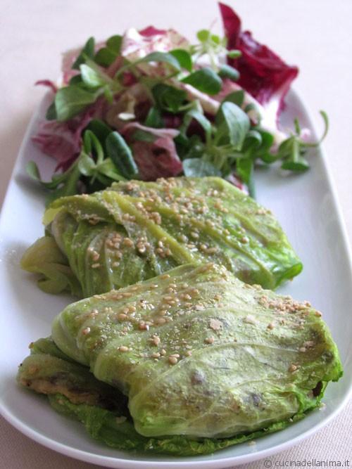 Involtini di verza: polenta taragna e lenticchie
