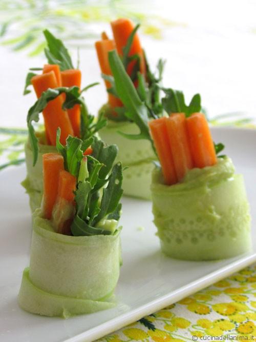 Involtini di cetriolo e avocado