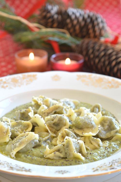 Cappelletti al cavolo nero su crema di broccolo di Bassano