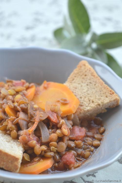 Stufato freddo di lenticchie con crostoni al farro